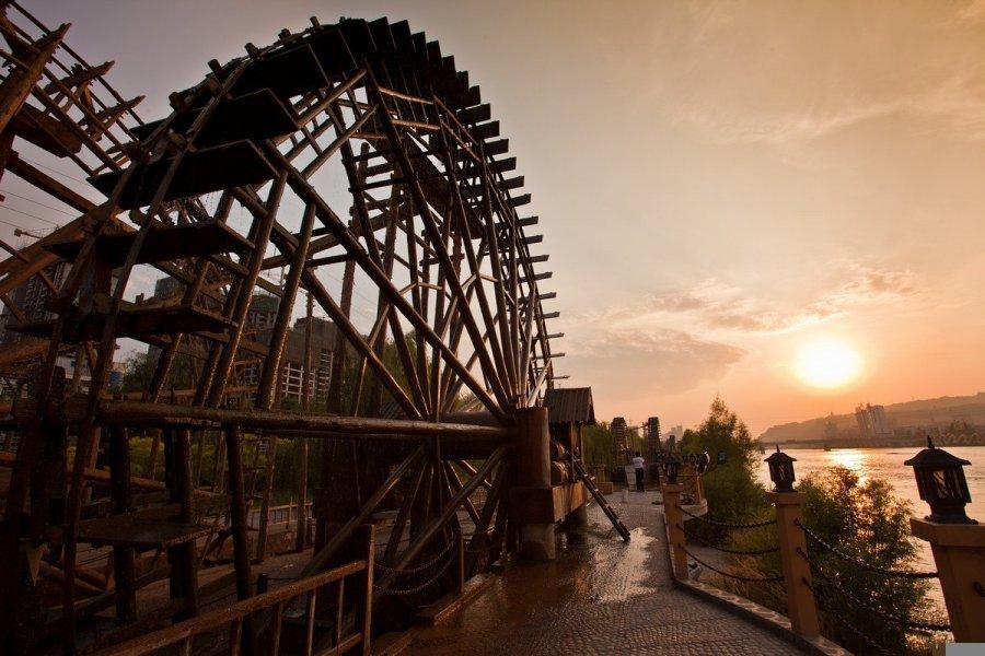西欧水车风景图片