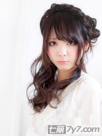 圆脸适合烫什么发型 可爱女生时尚烫发图片欣赏