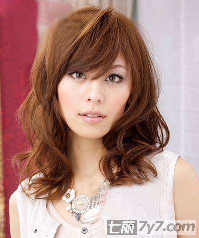 中短发烫发发型图片 十一月日本发型趋势