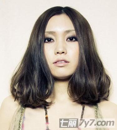中分刘海发型女生图片