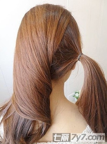 2012夏季简单气质扎发图解 仙女范甜美发型扭出来
