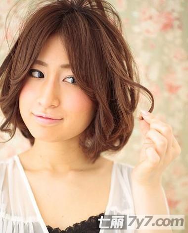 如何使用卷发棒 教你打造最新流行修颜短发发型