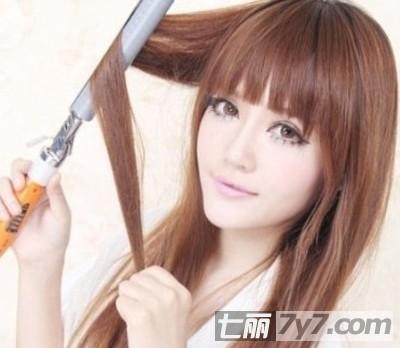 编发教程:斜刘海蜈蚣麻花辫的编法图解-diy发型-美容