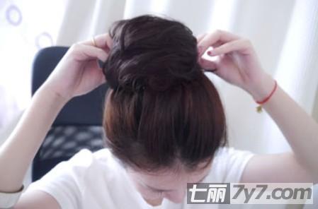 韩式丸子头扎法图解 diy慵懒发型