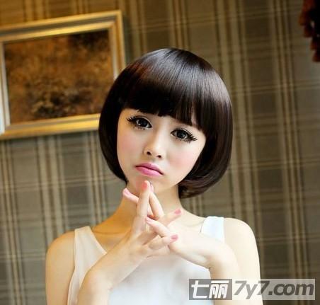 可爱bobo头短发+深棕色染发,甜美可爱的蘑菇头发型,宛若洋娃娃一般惹