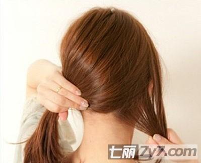 适合大圆脸中长发发型扎法