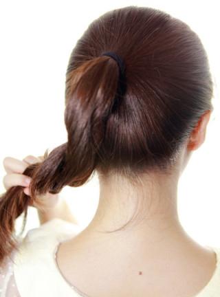 最简单丸子头的扎法图解 时尚发型随意搭