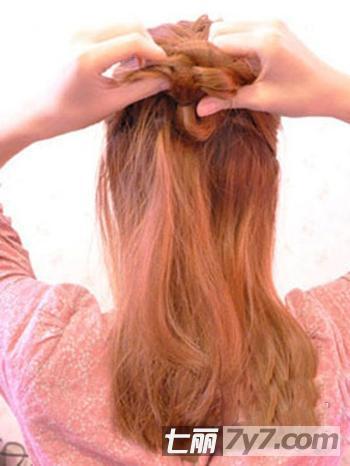 蝎子辫的编发及步骤 塑造蓬松公主风发型