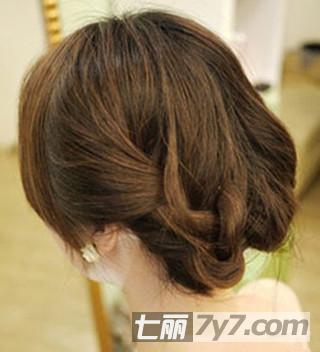 披肩短发怎么扎简单好看 图解韩国人气名媛发型扎法
