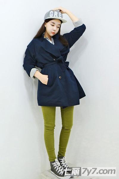 小个子女生秋装搭配 风衣外套+紧身裤超显高挑