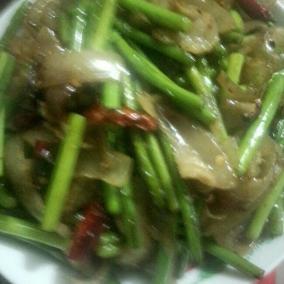 蒜苔炒猪皮